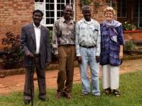 Jacqueline met bestuursleden van het Eva Demaya Centrum