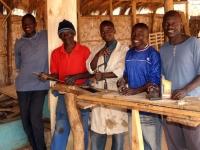 Na de timmerman-opleiding ziet de toekomst er voor deze jonge mannen beter uit