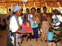 Het wegen van de kinderen signaleert vroegtijdig mogelijke ondervoeding