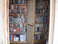 In oktober 2010 is de bibliotheek in gebruik genomen met wel 700 boeken