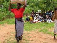 Mais voor de weeskinderen in Luviri