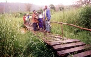 Overhandiging brug Waliro